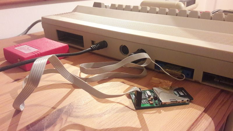 File:SD2IEC connected to a C64.jpeg